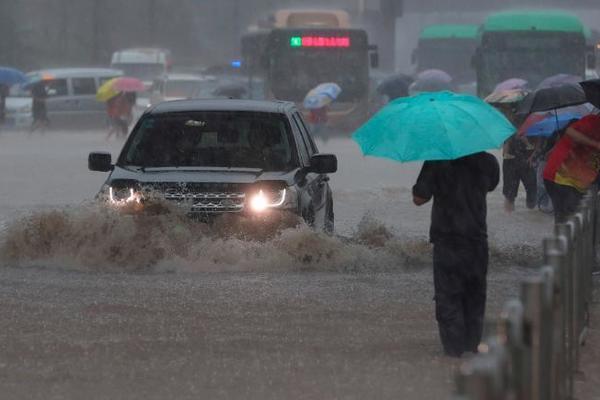Trận mưa 'ngàn năm có một' ở Trung Quốc kinh hoàng như thế nào?