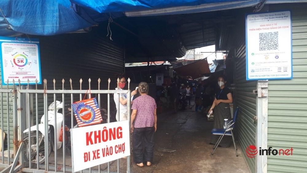 Chợ Hà Nội đầy ắp hàng, tiểu thương đắt khách mua