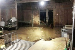 Mưa lớn, nước ngập nhà ở huyện biên giới Nghệ An