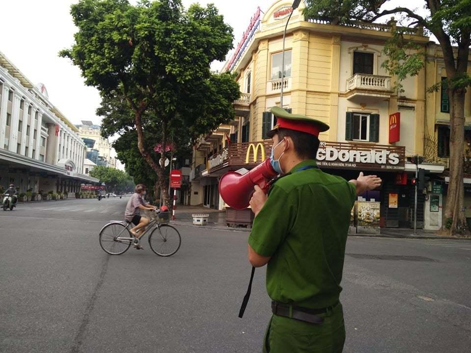 Hà Nội: Xử phạt 7 người dân đi ra khỏi nhà không cần thiết