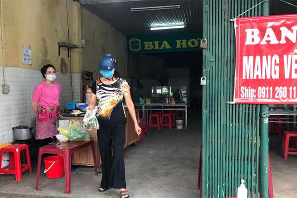 Hà Nội giãn cách, cửa hàng bán bánh mì có được bán mang về?