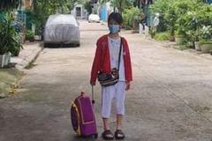 Bé gái 11 tuổi ở nhà trọ 1 mình suốt 24 ngày do mẹ đi cách ly đã được lên tàu về quê Hà Tĩnh