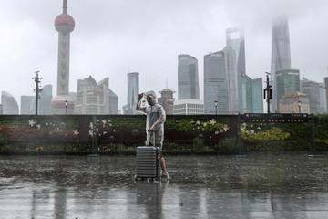 Bão In-Fa tấn công, bầu trời thành phố Thượng Hải trông như 'ngày tận thế'