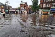 Nhiều ga tàu điện ngầm ở London phải đóng cửa do ngập lụt