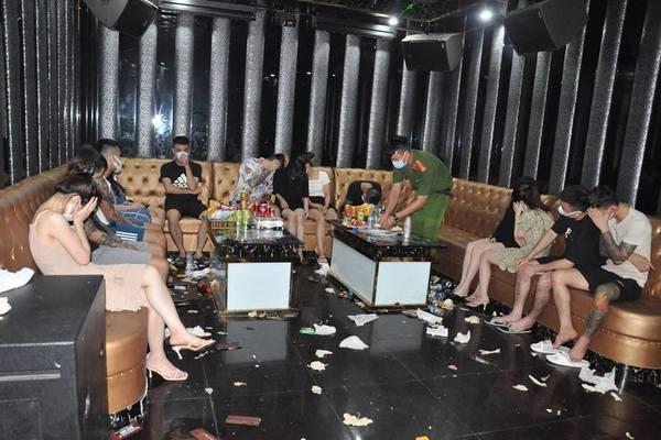 Gần 50 đối tượng 'bay lắc' trong quán karaoke ở Hải Dương, 43 người dương tính với ma túy