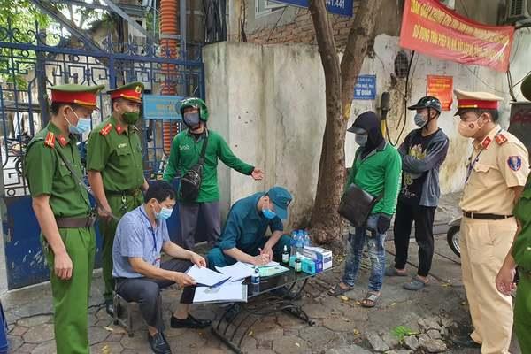 Hà Nội: Nhiều tài xế Grab bị phạt vì vẫn đi giao hàng, phớt lệnh cấm