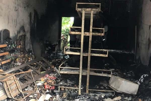 Cháy tiệm tạp hóa 2 vợ chồng tử vong ở Hải Phòng: Thi thể có nhiều vết đâm