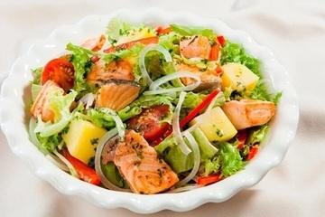 Salad cá hồi xốt dầu giấm - món ngon đánh tan cái oi ả của nắng hè