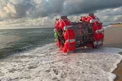 Tự chế thuyền kỳ quái đi qua biển Đại Tây Dương và cái kết không ai ngờ