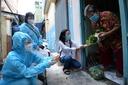 Thái Thùy Linh gửi con, bay vào tâm dịch với kế hoạch 10.000 suất quà giúp người nghèo