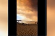 Thổ Nhĩ Kỳ: Người dân vẫn vui chơi dù bầu trời chuyển màu đỏ vì cháy rừng
