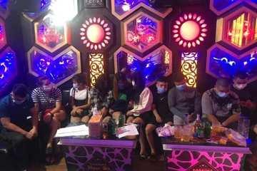 Bắt quả tang 20 nam nữ tụ tập hát karaoke giữa mùa dịch ở Ninh Bình