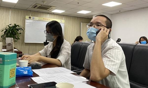 TP.HCM lập 'đội' bác sĩ tư vấn cho F0 qua điện thoại