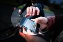 Hai thanh niên cướp điện thoại bán được 500 đồng mang đi mua ma túy