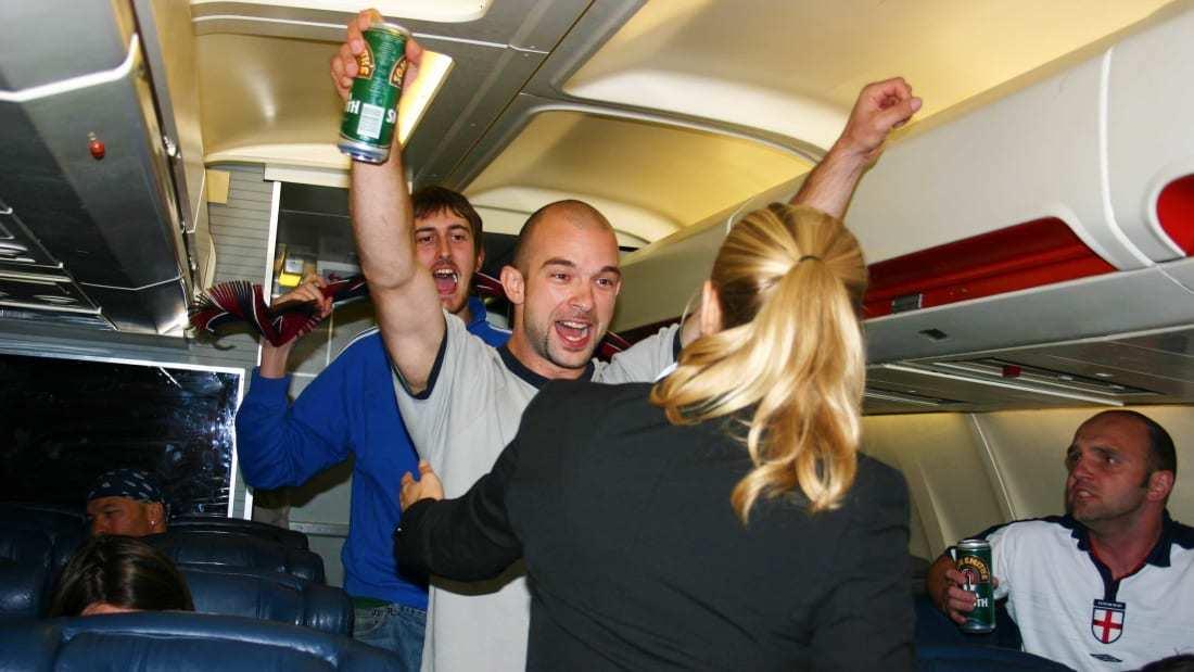 Hành khách ngày càng 'ngỗ ngược', tiếp viên hàng không Mỹ học thêm khoá tự vệ
