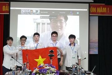 Hà Nội khen thưởng học sinh đạt giải tại các kỳ thi Olympic quốc tế