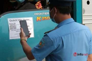 Xe có giấy chứng nhận QR Code nhanh chóng vào luồng xanh qua chốt kiểm dịch