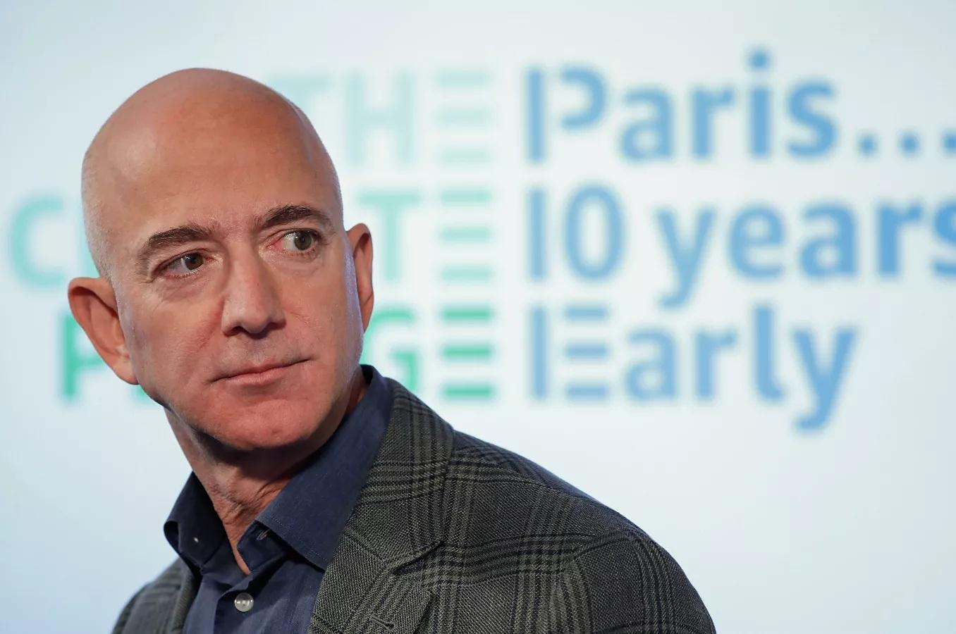 Jeff Bezos 'mất' ngôi người giàu nhất thế giới