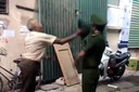 Ông cụ đánh Trung úy công an bị phạt 2 triệu đồng, xem xét xử lý thêm hành vi khác