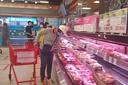 Nhân viên cung cấp thực phẩm vào siêu thị dương tính: Vi rút có lây qua thực phẩm?