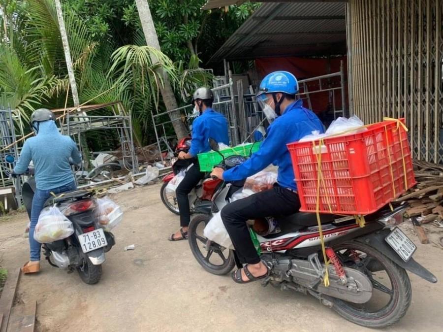 Áo xanh xứ Dừa livestream bán nhãn, nửa đêm chốt hàng trăm đơn giúp bà con mùa dịch