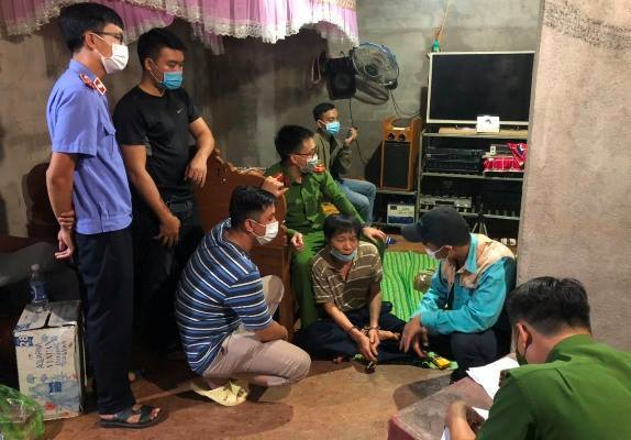 Khởi tố, tạm giam đối tượng dựng clip cưỡng đoạt hơn nửa tỉ đồng của doanh nghiệp ở Đắk Nông