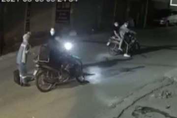 Nhóm đối tượng chặn đường cướp xe máy của nữ lao công Hà Nội lúc rạng sáng