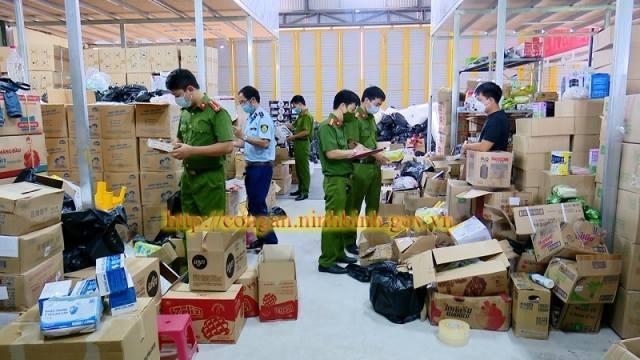 Ninh Bình: Tập kết kho hàng 2.000m2 không hóa đơn chứng từ để bán hàng online