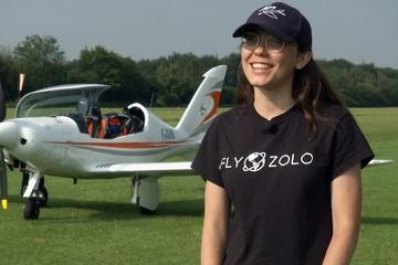 19 tuổi bay vòng quanh thế giới, cô gái tham vọng trở thành phi hành gia