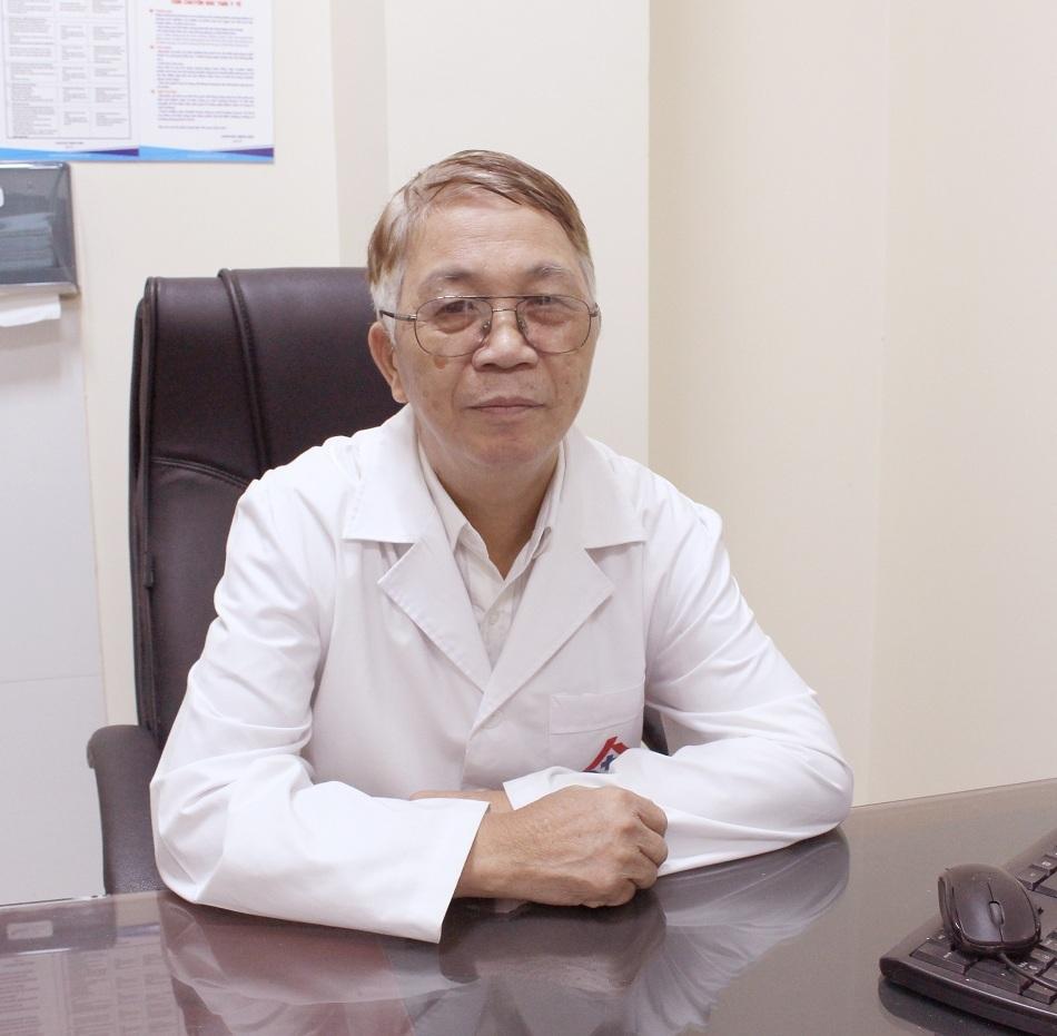 Hút thuốc lá nhiều năm, người đàn ông bị khối u bàng quang khổng lồ