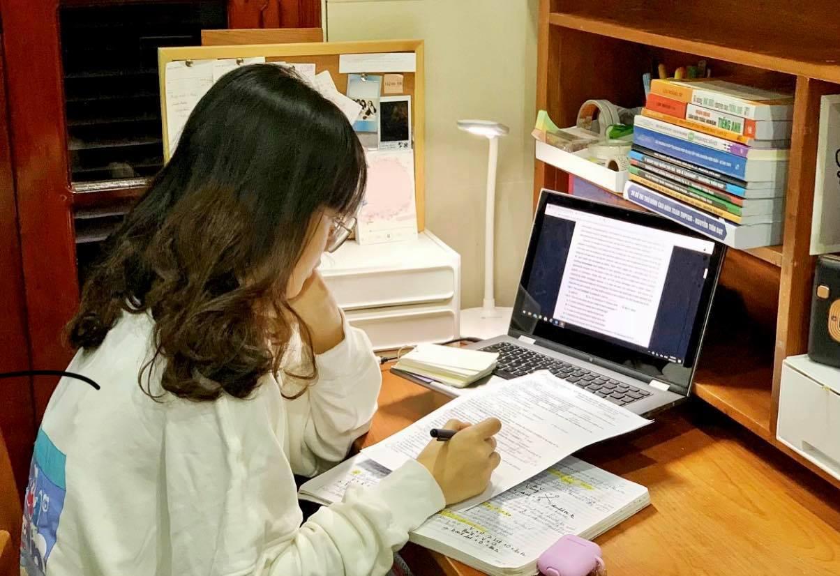 giãn cách xã hội,sinh viên ĐH Hà Nội,làm thêm