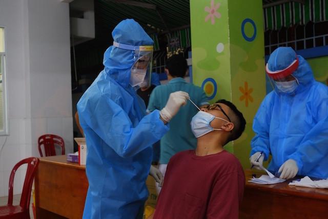 Sáng 2/9, Hà Nội thêm 5 ca mắc Covid-19, có 3 ca cộng đồng phát hiệntừ ho sốt đi khám