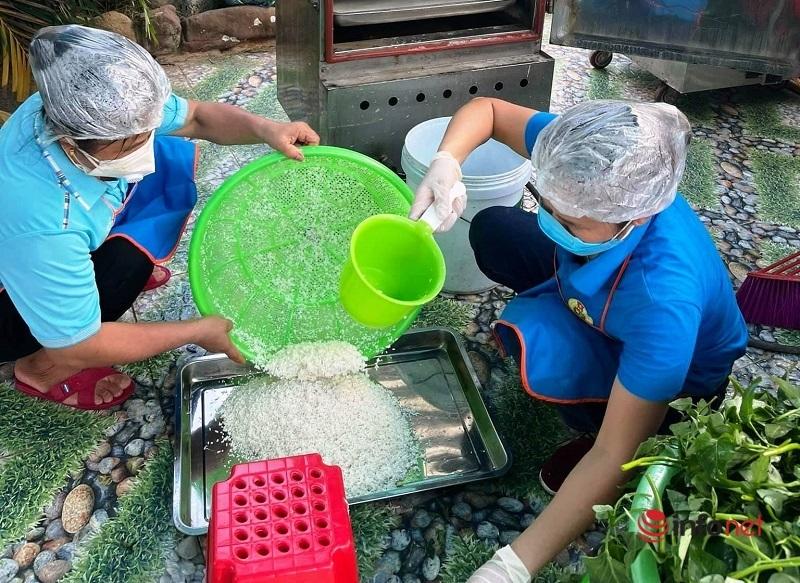 Nấu cơm,miễn phí,thiện nguyện,Yên Thành,khu cách ly,Nghệ An