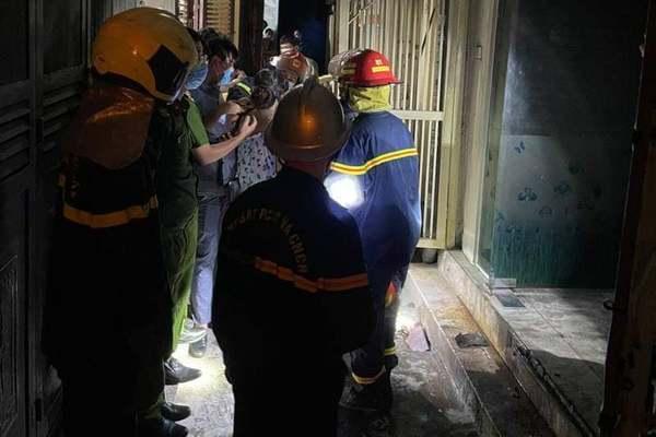 4 người cùng gia đình được cứu sống trong đám cháy lúc rạng sáng