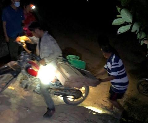 Thêm một vụ 'lâm tặc' rút dao đe dọa lãnh đạo công ty lâm nghiệp để cướp tang vật