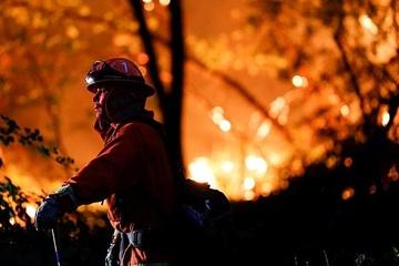 Cháy rừng ở California phá hủy thị trấn 150 tuổi trong tích tắc