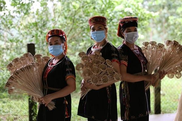 Đồng bào các dân tộc tỉnh Yên Bái: Lạc quan giữa mùa dịch