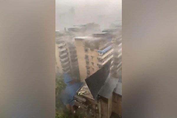 Quả cầu lửa xuất hiện trong trận mưa trắng trời ở Trung Quốc