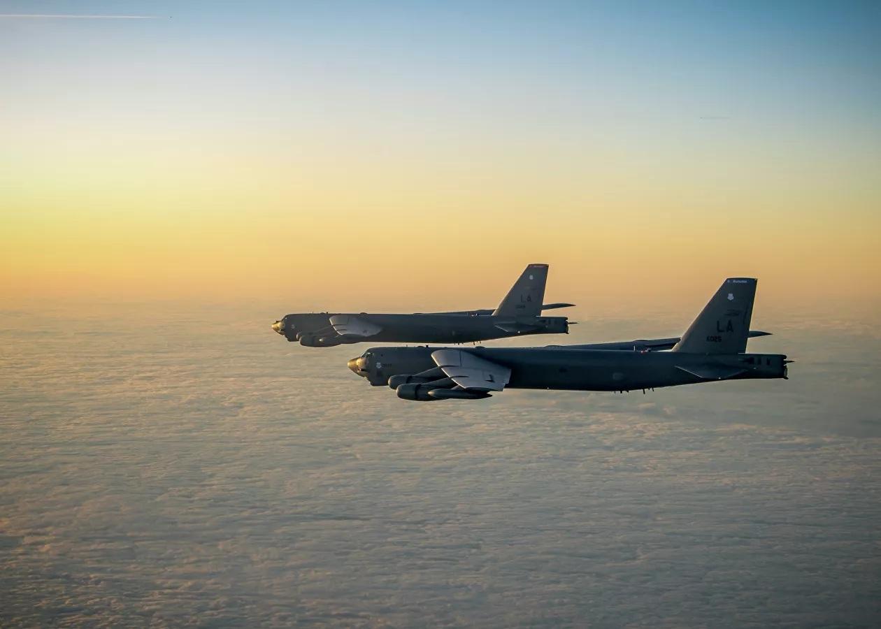 Mỹ cử máy bay ném bom 'khủng' đến Afghanistan đối phó với Taliban