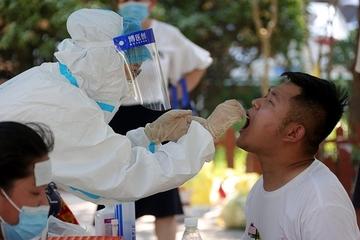Bác sĩ Trung Quốc được xác nhận mắc Covid-19 sau 8 lần xét nghiệm