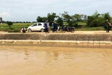 Tìm thấy thi thể người phụ nữ dưới sông, ô tô đỗ cách 2km