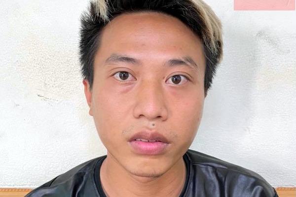 Nam thanh niên mang gói cần sa cho khách bị bắt tại chốt kiểm dịch