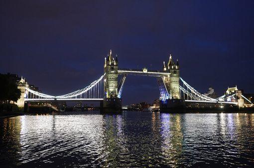 Cầu tháp London biểu tượng của xứ sở sương mù bất ngờ gặp sự cố hi hữu