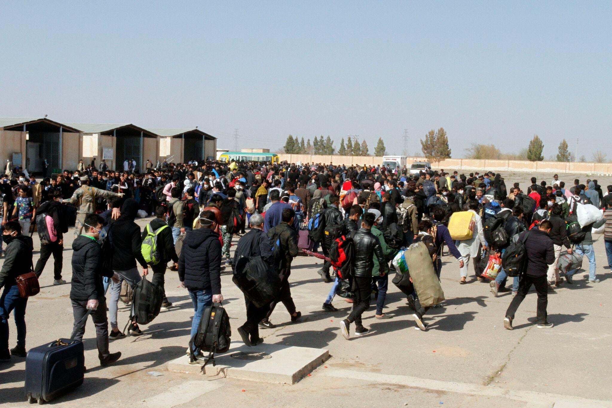 Điều gì đang chờ hàng trăm nghìn người Afghanistan mất nhà cửa?