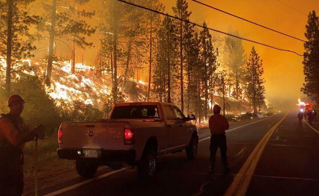 Cháy rừng kỷ lục phá hủy gần 900 ngôi nhà ở California