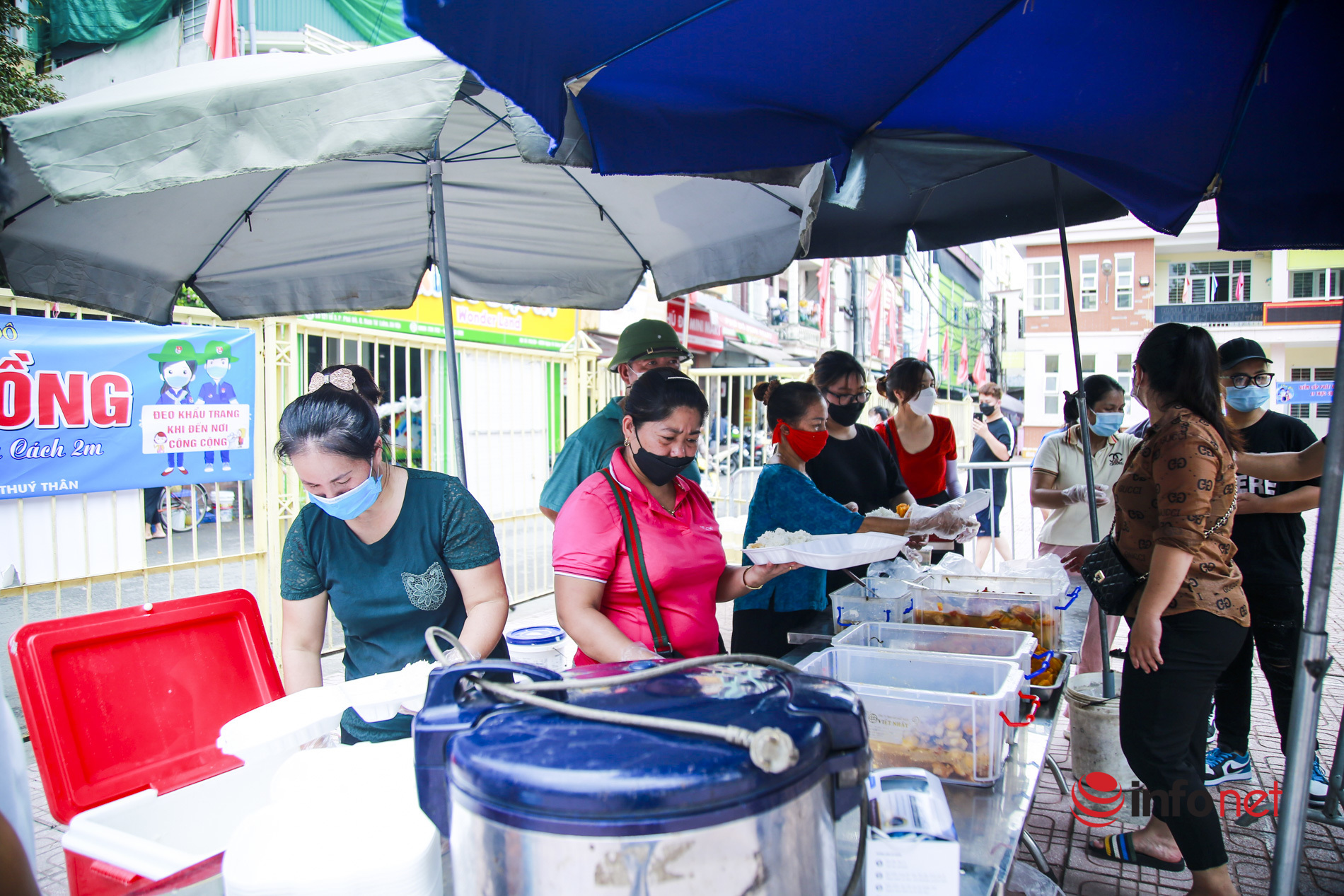 bữa cơm 0 đồng,hỗ trợ mùa dịch,phường phú đô,đoàn thanh niên,nấu cơm miễn phí,khó khăn,người nghèo,sinh viên