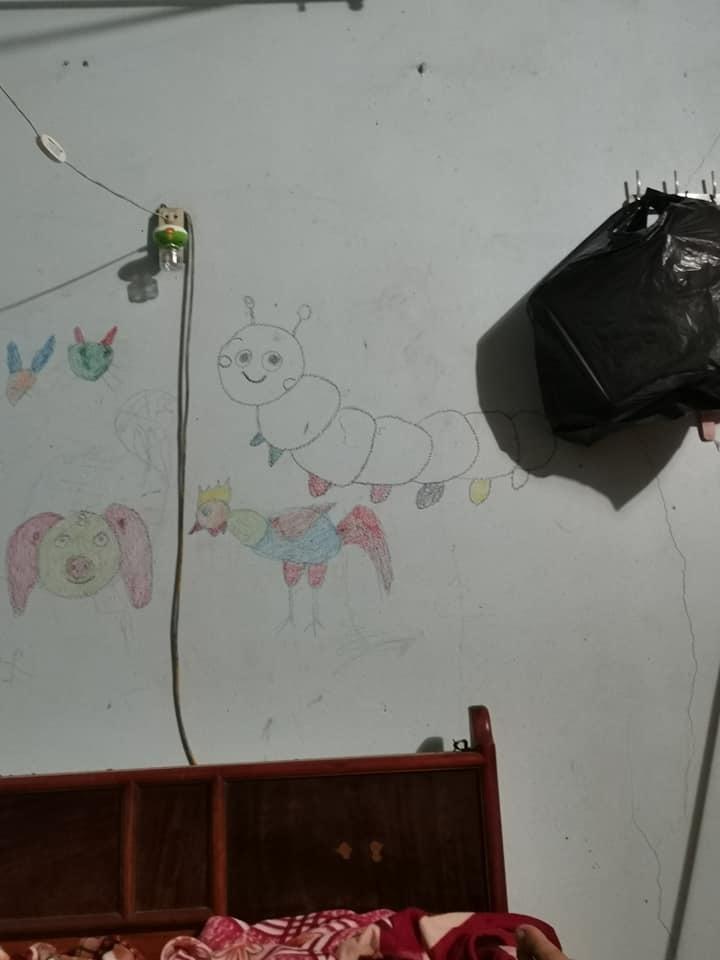 Loạt 'tranh trừu tượng' của lũ trẻ ở nhà khiến bố mẹ 'dở khóc dở cười'