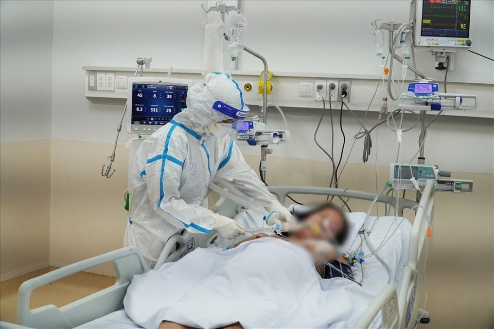 Nỗi lo thiếu nhân lực cho Bệnh viện Hồi sức Covid-19 lớn nhất TP. HCM
