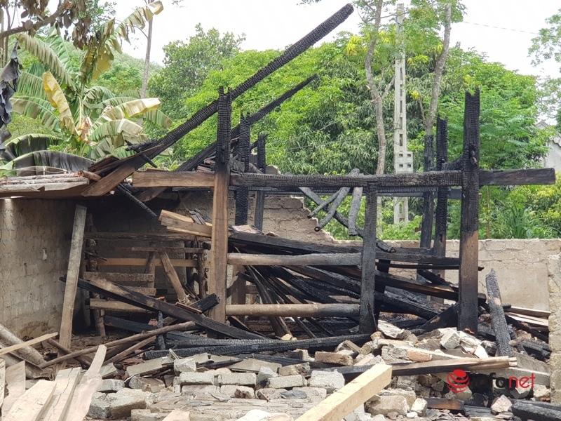 Hàng loạt nhà chứa rơm bị cháy trong đêm đầy bí ẩn, Công an huyện vào cuộc điều tra