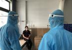 Bác sĩ lên tiếng về thông tin F0 uống nước nóng, muối mặn để tiêu diệt virus
